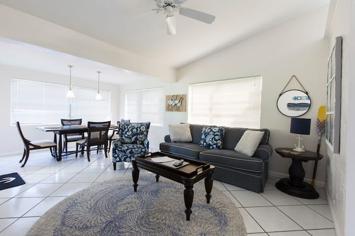 Entire Home - just 3 miles from Hollywood Beach
