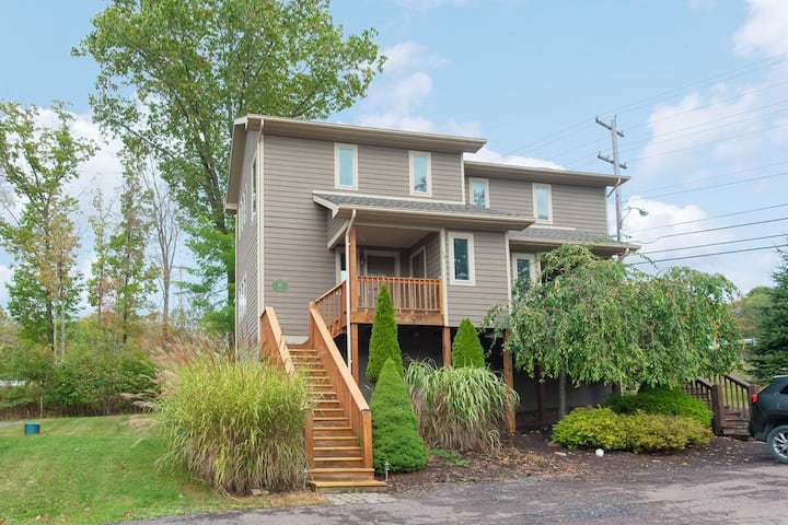 NEW! Lake Area Cottage w/Hot Tub & Gas Fireplace!