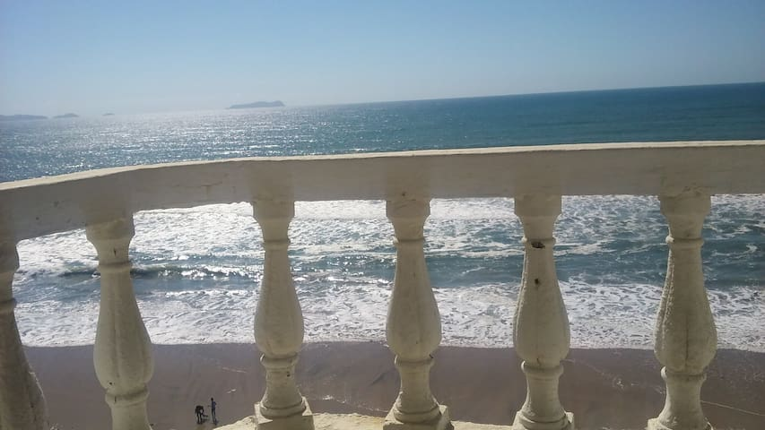 Amazing Apt on the Beach w/ Secured, Gated Parking - Tijuana - Apartment