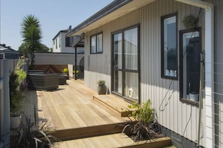 3 Bedroom Beach House in Papamoa - House
