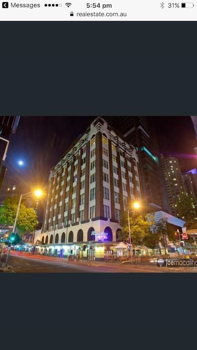 The apartment is right in the centre of Brisbane city with shopping casino Southbank museums and more at your feet