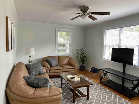 Renovated One Bedroom Guest House by UofSC