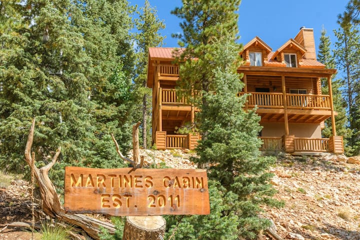 3 Coyotes Private Cabin Sleeps 10 - Duck Creek Village - Cabana