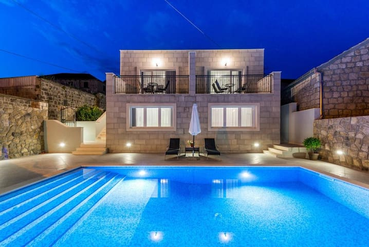 Kabalero - Four-Bedroom Villa with Private Pool