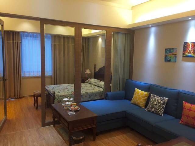 泉城路世茂公寓:温馨安全、舒适方便、繁华中心、景点附近、交通方便、旅游休闲好住处Nice place