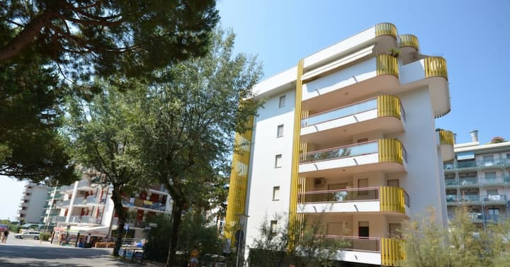 apt for 3+2 persons with a/c in Bibione R76529