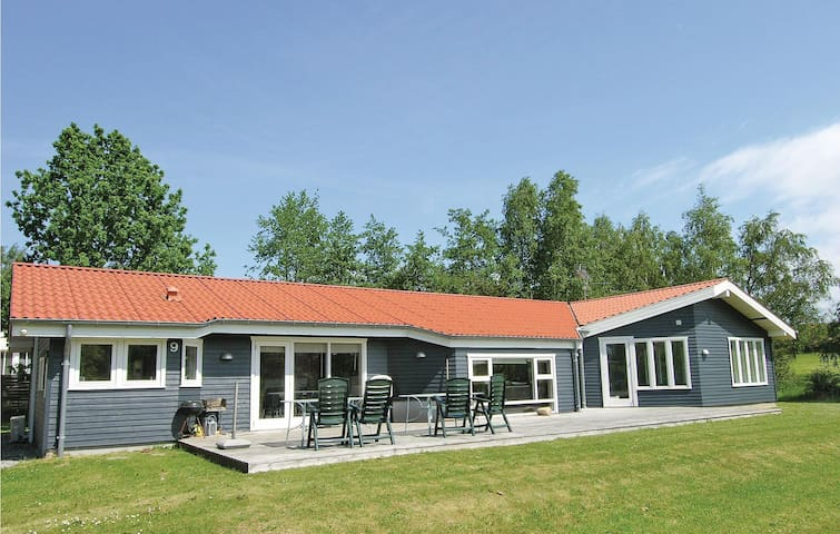 Holiday cottage with 5 bedrooms on 195m² in Græsted