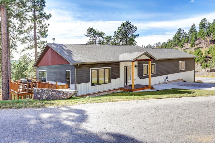 Whispering Pines Retreat - beautiful new cabin with 3 master suites!