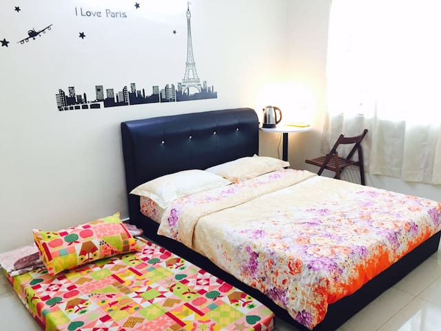 8-11pax Ipoh Family Homestay w/ A/C - Ipoh - Casa