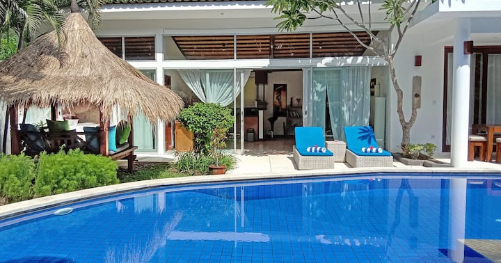 Villa Senang Senggigi / Cozy 3 Bedroom Villa