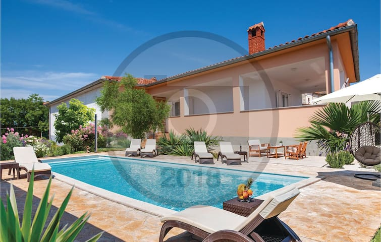 Holiday cottage with 3 bedrooms on 135 m² in Valtura