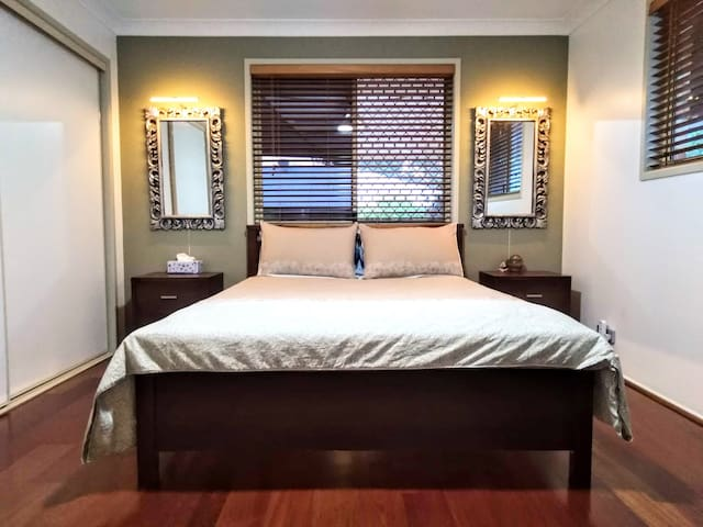 Capalaba Master bed private en-suite bush backing
