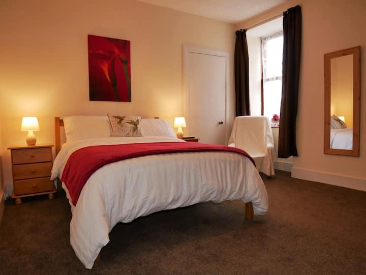Spacious 3 bedroom apartment Central Lerwick