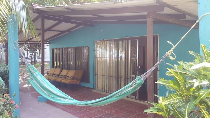 Cabaña azul en Punta Bolivar a 60m de la playa