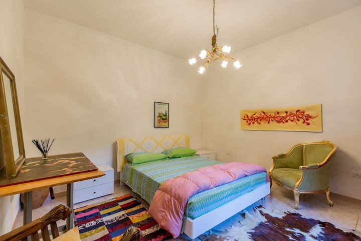Pretty private double room in Sardinia - Monti - Rumah