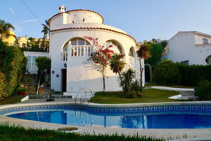 Luxury villa (10p), private pool, sea views, BBQ