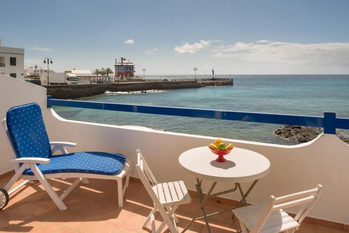 """Beautiful Beachfront Holiday Home """"Boathouse"""" with Sea view, Terrace & WiFi"""