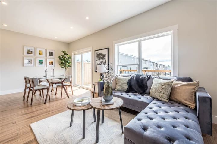 one double room in brand new townhouse