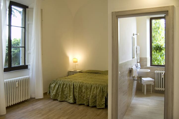 B&B Relais Corte Cavalieri, charming room in Siena