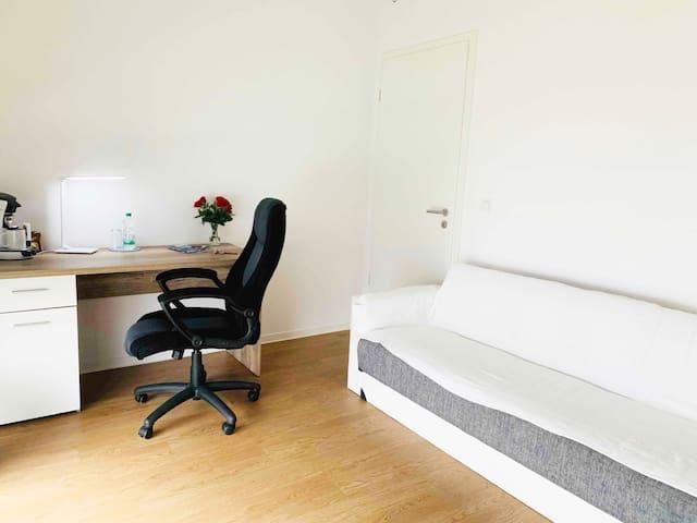 Ein privates Schlafzimmer in einer modernen Whg