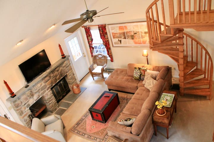 Lovely Cottage in the Poconos - 2173