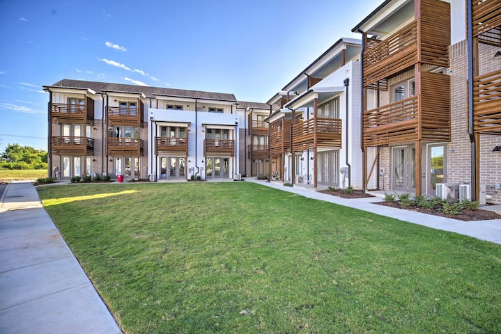 Modern Pet-Friendly Chattanooga Area Townhome