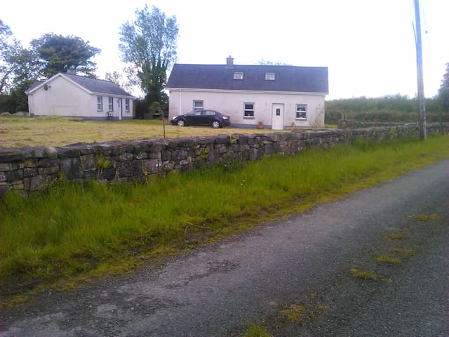 Ploughmans Lodge - Galway - House