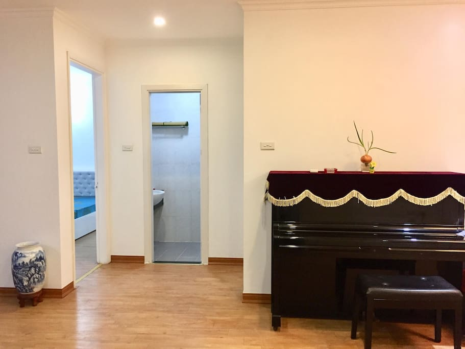 Entrance to 2 bed rooms