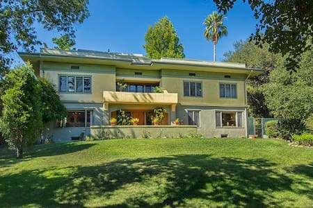 1st fl. bed / bath - historic home - Altadena - Hus
