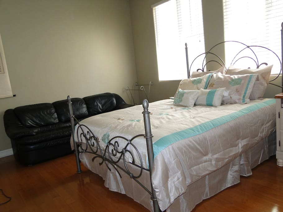 Room#1 with queen bed + sofa