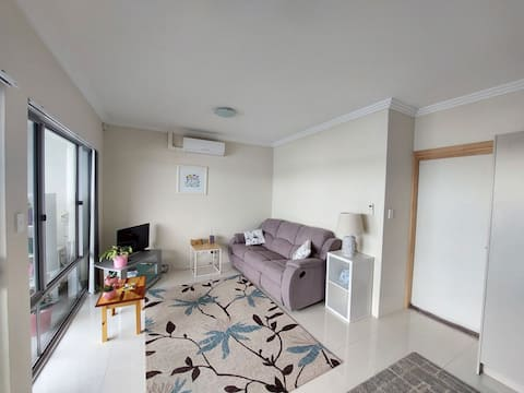 Bright spacious first floor apartment 5mins from the beach!