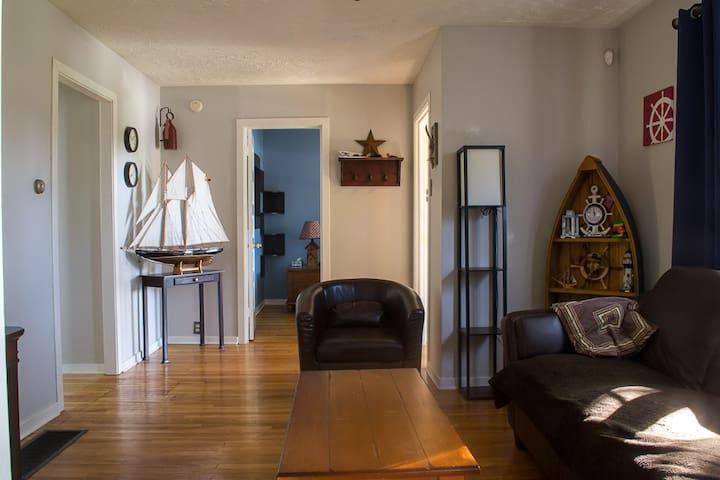 Cozy 2 Bdrm home in trendy North End Halifax - Halifax - Huis