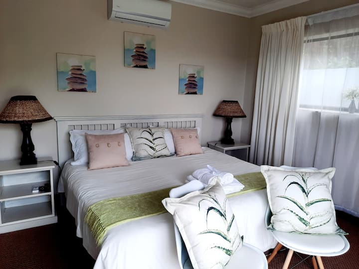Aloe Suite at 6 on Protea with Waterfront Views