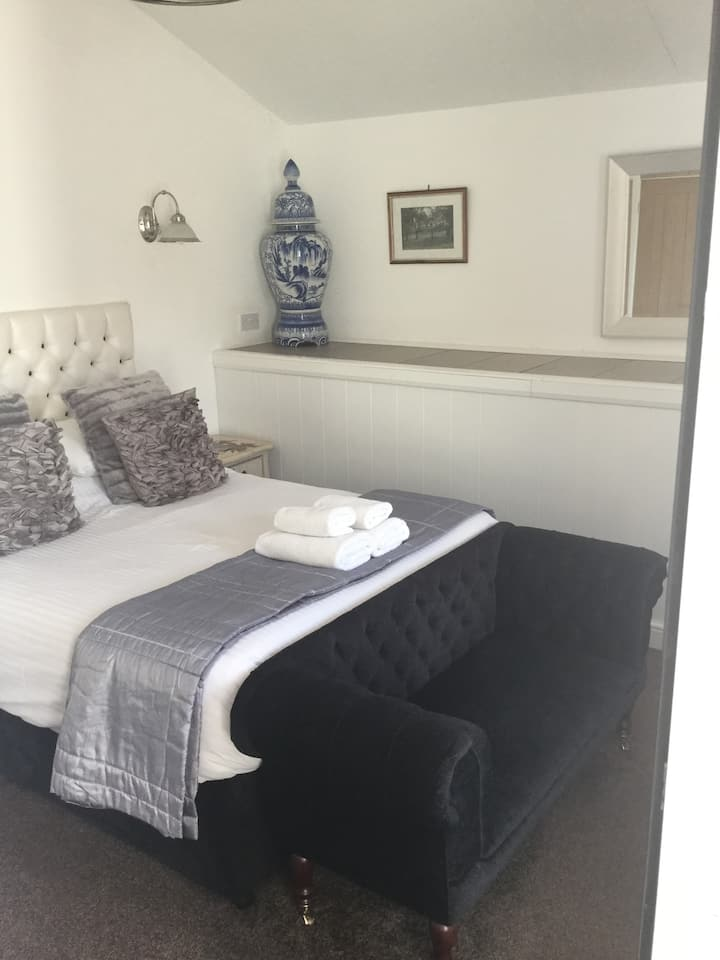 Large double or twin room with private en-suite.