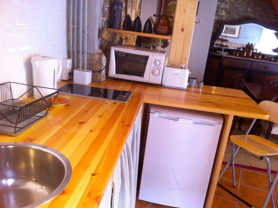 Planta baja: cocina abierta a la zona de estar con todo lo necesario.
