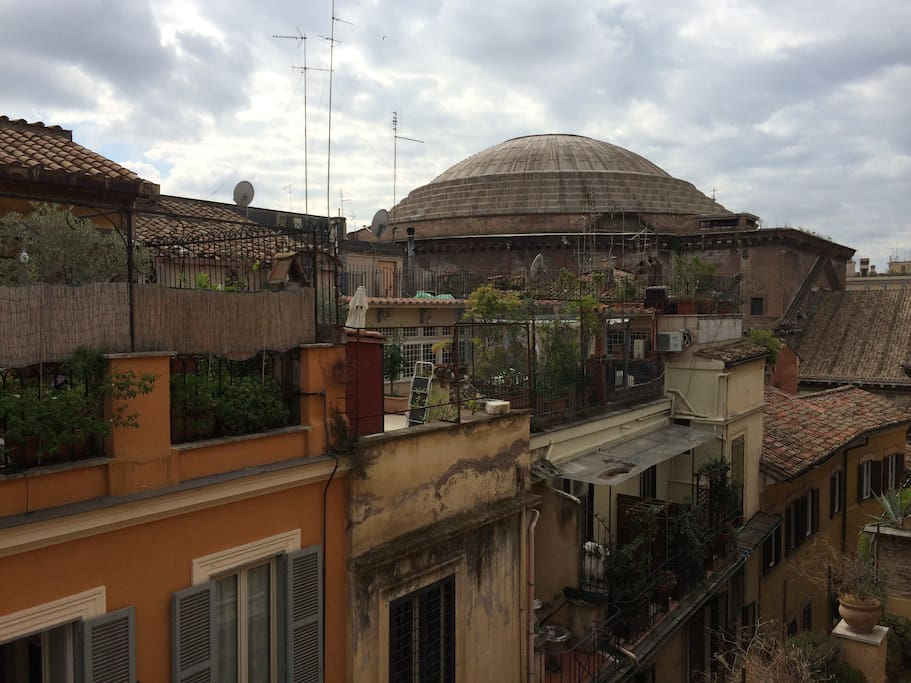 Pantheon top floor apartment apartments for rent in rome for Airbnb roma