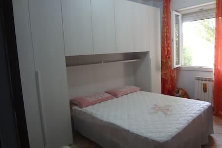 Stanza Doppia letto matrimoniale - Lägenhet