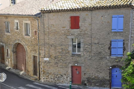 Pretty stone townhouse with a view - Neffiès