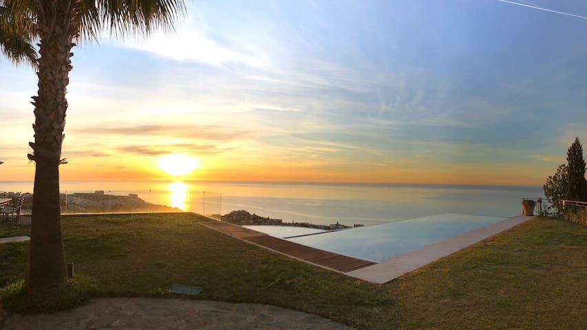240º of panoramic breathtaking sea views !!!