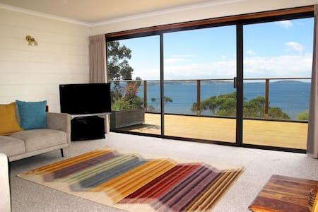 Alum Cliffs Waterfront Apartment - Taroona