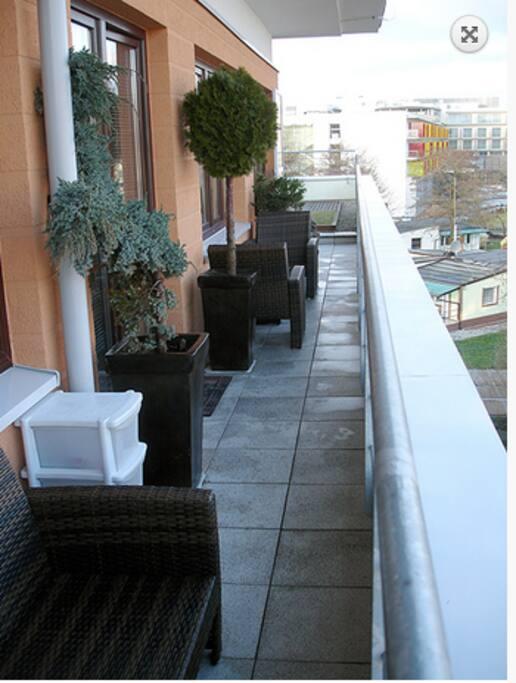 Balkon z przejściem na taras