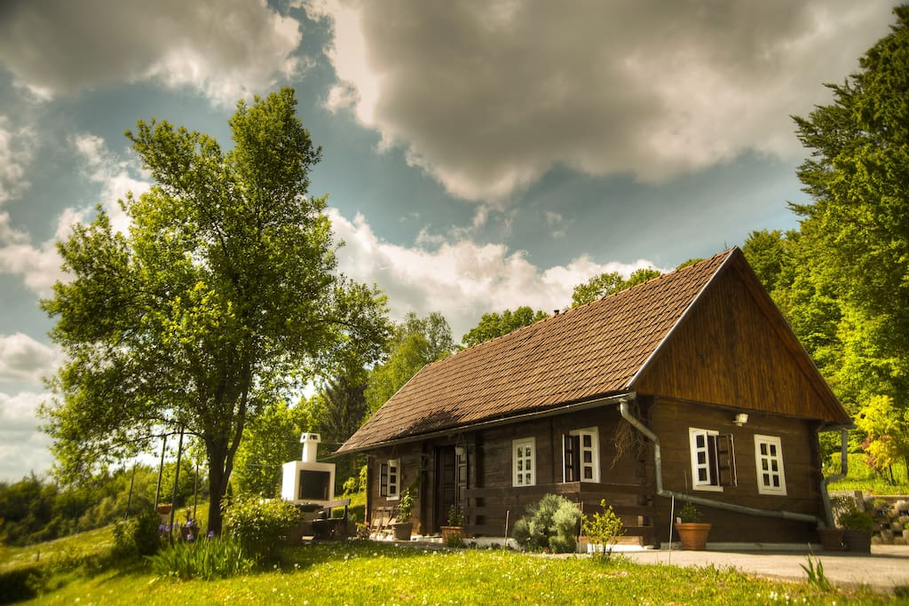 'Hizica' - small wooden house in the countryside
