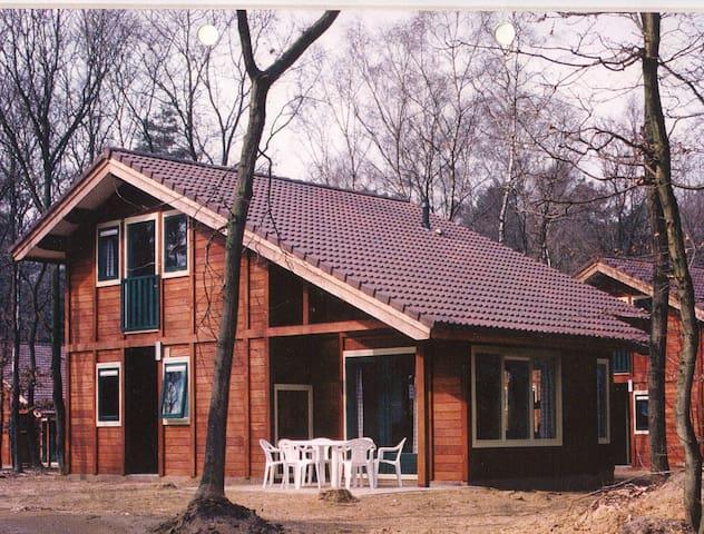Ruime bungalow in rustige bosomgeving.