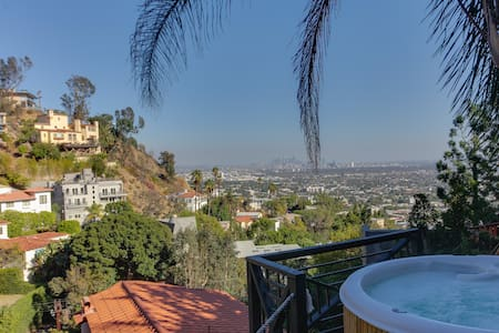 Stunning 5BR Villa in the Hills /Jacuzzi/Parking! - Los Angeles