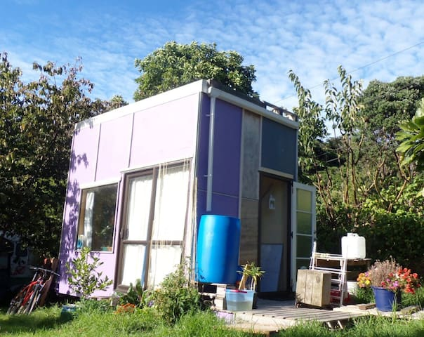 Happy, Simply: self-sufficient tiny home - Paekakariki - (ukendt)