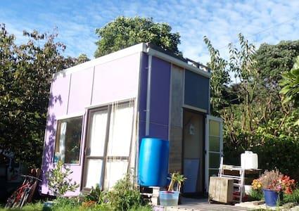 Happy, Simply: self-sufficient tiny home - Paekakariki - Bungalow