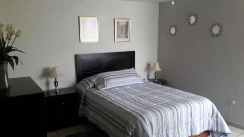 Habitación / Loft independiente en del Valle