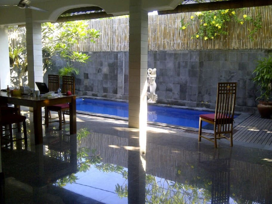 open dinning to pool area