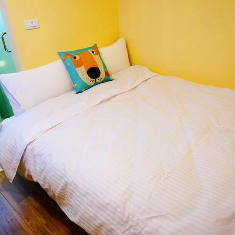 台中逢甲住宿-小資B02空間4坪 雙人獨立套房獨立衛浴免費提供盥洗用品 洗衣間免費洗衣