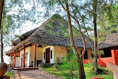 Beach Front Villa in Pongwe - Pongwe - Chata
